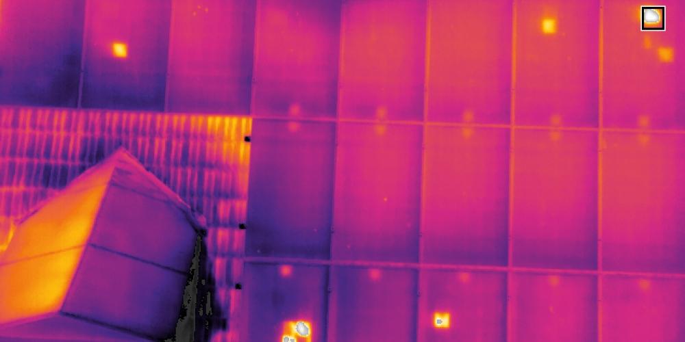 https://www.aeret.nl/wp-content/uploads/2019/09/drone-thermische-camera-warmtebeeld-schade-zonnepaneel-inspectie-defecten-cellen.jpg