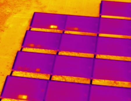 Hotspots op zonnepanelen vanuit drone