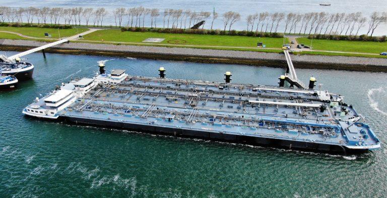 aeret mapture rijkswaterstaat havenbedrijf rotterdam drone uav inzet luchtfoto gemengd afmeren binnenvaartschip schipinspectie